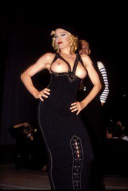 Fuori di seno alla sfilata di Jean-Paul Gautier, 1993