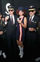 Rande Gerber, Cindy Crawford e George Clooney sono assistenti di volo.