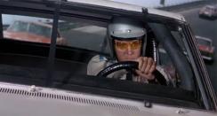 Elvis è Steve Grayson, pilota di NASCAR in A tutto gas (1968)