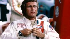 Steve McQueen è Michael Delaney al volante della Porsche 911S ne Le 24 Ore di Le Mans (1971)
