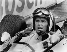 James Garner è Pete Aron che sfreccia sul tracciato di Montecarlo in Grand Prix (1966)