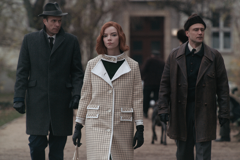 THE QUEEN'S GAMBIT (L to R) JOHN SCHWAB as MR. BOOTH, ANYA TAYLOR-JOY as BETH HARMON, and JURI PADEL as RUSSIAN LIMO DRIVER in episode 107 of THE QUEEN'S GAMBIT Cr. COURTESY OF NETFLIX © 2020