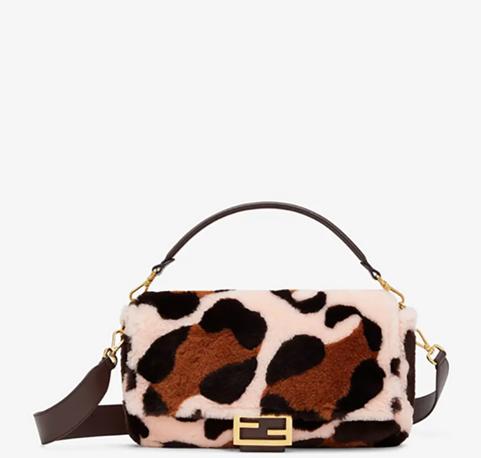 Fendi Baguette Large borsa in montone rosa intarsiato € 3.900,00